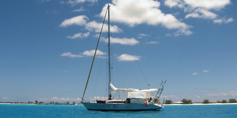Sonate Ovni DUDE vor Anker, Bahamas