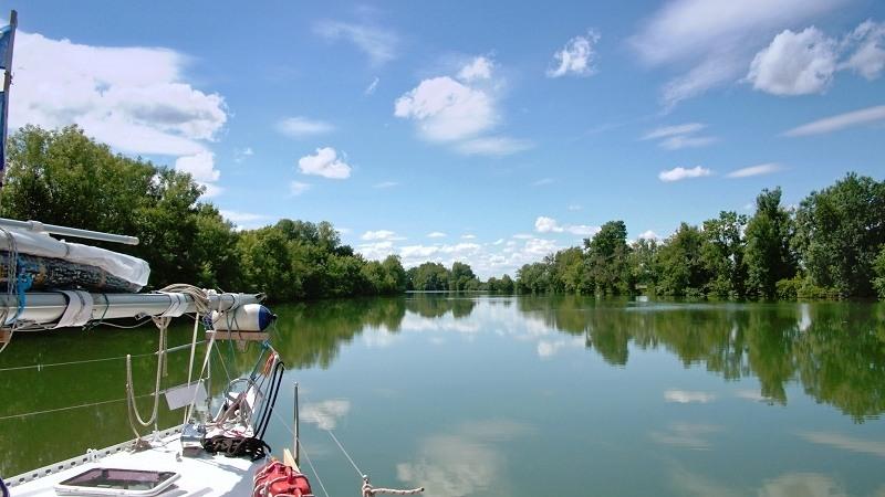 Mit dem Boot auf der Petit Saône